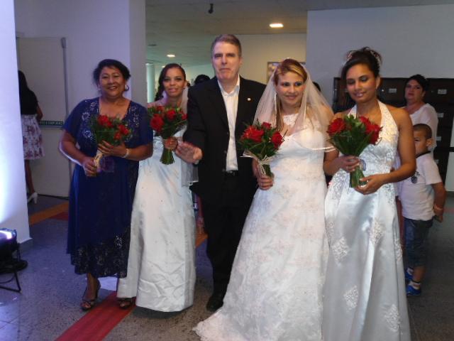 Casamento comunitário reúne centenas de pessoas na Câmara Municipal
