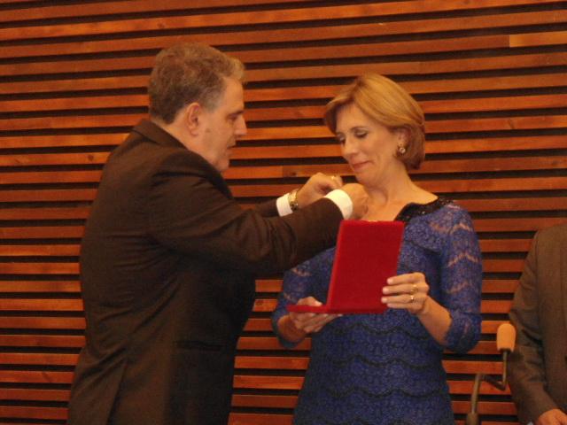 Jornalista Rosana recebe medalha Braz Cubas