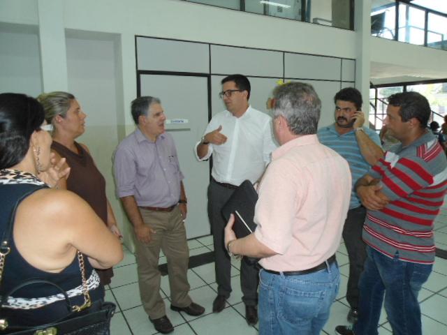 Vereador visita Ume Dino Bueno dotada de ar-condicionado.