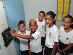 O controle digital de frequência de alunos é realidade em Santos