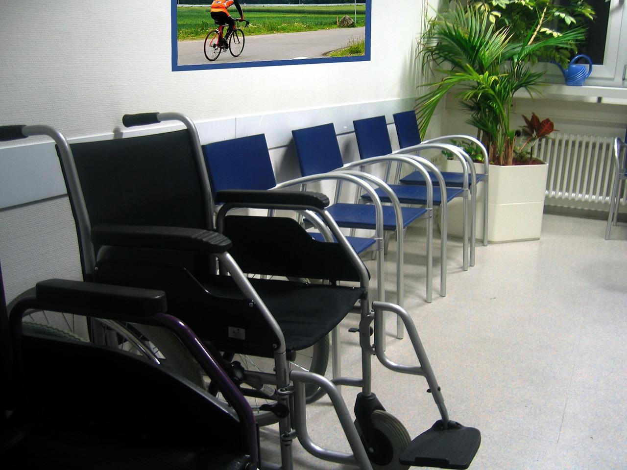Prédios com elevadores terão de dispor de cadeiras de rodas