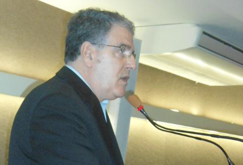 Ademir expõe preocupação com microcefalia em Santos
