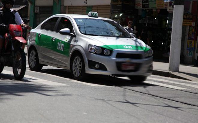 Taxistas reclamam de concorrência desleal no terminal Concais