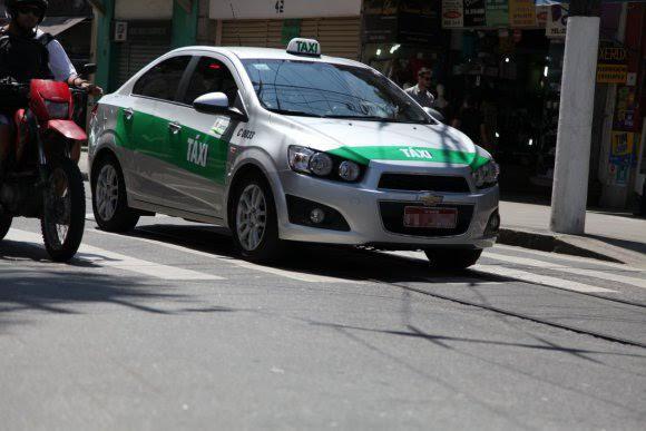 Taxistas reclamam de concorrência desleal em terminal