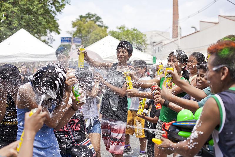 Spray de espuma está proibido em Santos