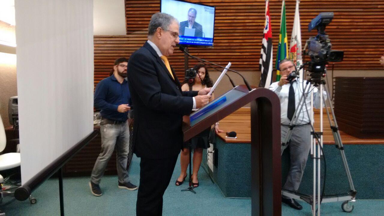 ADEMIR FAZ DISCURSO PELO ANIVERSÁRIO DA CIDADE