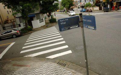 VEREADOR COBRA SUBSTITUIÇÃO DE PLACAS DE IDENTIFICAÇÃO NA CIDADE